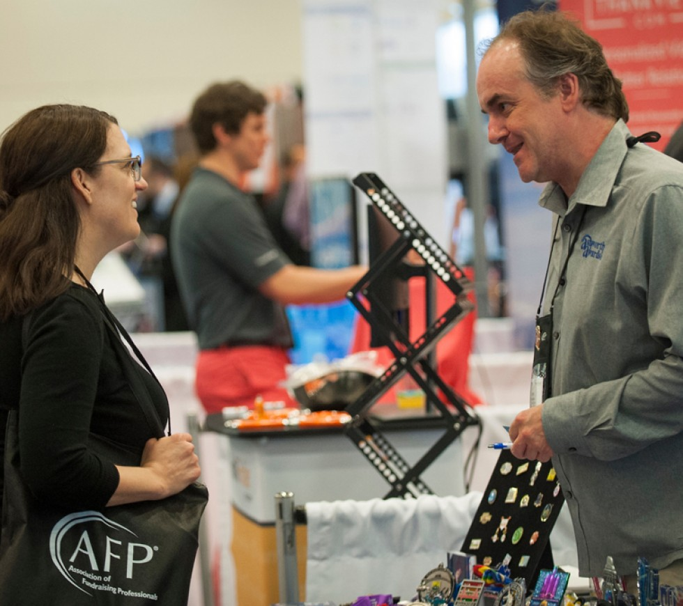 exhibitor talking to member on exhibit hall floor